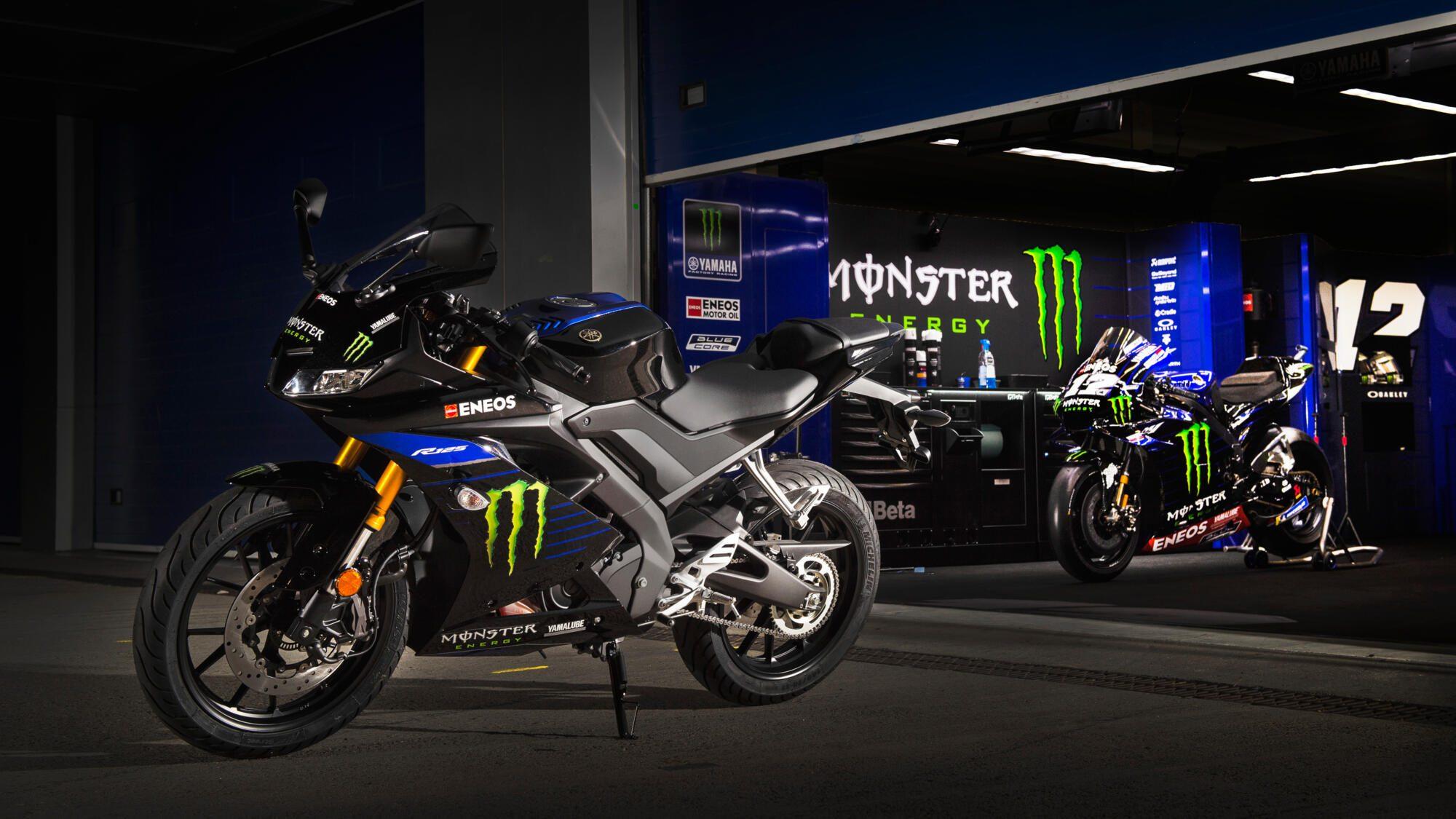 2019-Yamaha-YZF-R125SV-EU-Monster_Black-Static-002-03